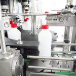 Stroj na plnění tekutin