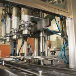Stroj na plnění mazacího oleje